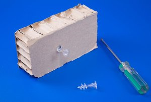 Vijs voor honingraad karton en/of PS  - Totale Lengte 32mm - Lengte 12mm - Transparant