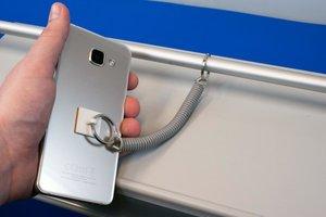 Uitrekbaar bevestigingskabeltje in kunststof  - Uiteindes 1 zelfklevende button / 1 metalen ring