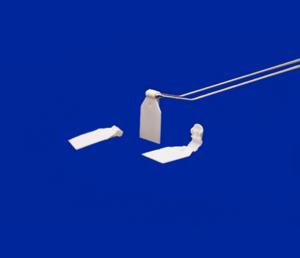 Etikethouder voor dubbele haak  - PE - Afmeting28x38mm - ø4mm – Wit