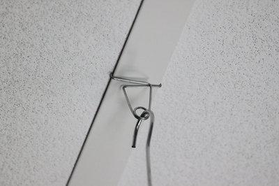 Crochet métallique pince pour faux plafond  - largeur 8mm - hauteur 8mm